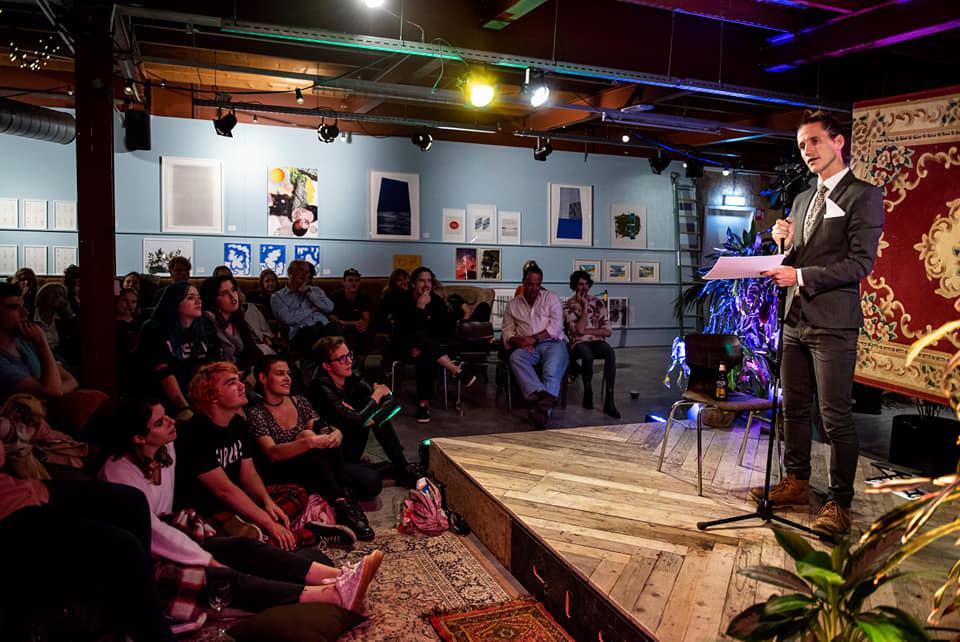 Jesse Laport, Stadsdichter, Breda, Tilburg, Brabant, Spoken Word, Poezie, Poëzie, gedicht, performance, verbale kunsten, copywriter, stemacteur
